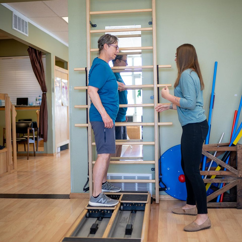Kayleigh works with a patient at Catalyst Physical Theraphy in Hamilton Montanajpg